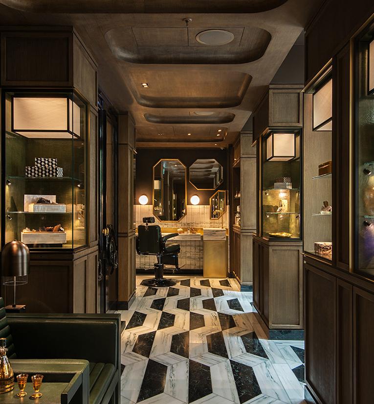 Agencement de luxe dans un hôtel parisien par Ateliers Muquet